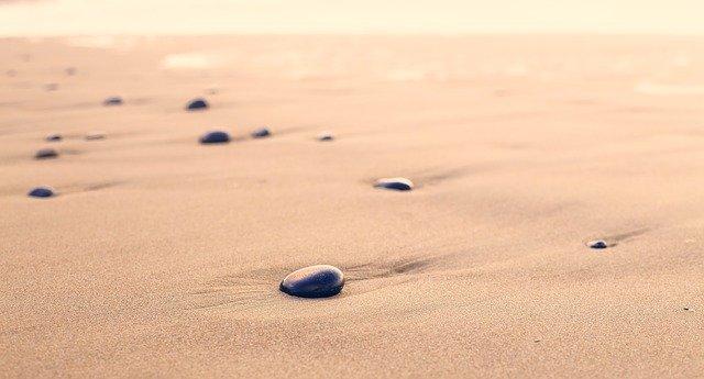 písek