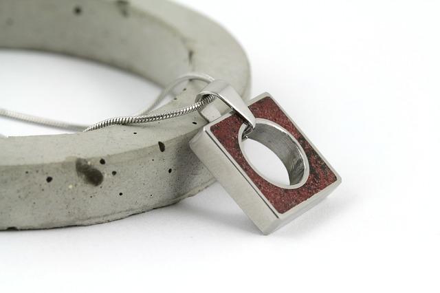 Designový náhrdelník s použitím betonu