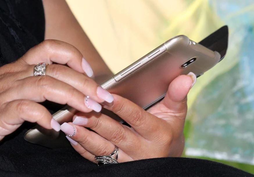 Mezi obaly na mobil Samsung patří i knížková pouzdra s vnitřní vaničkou
